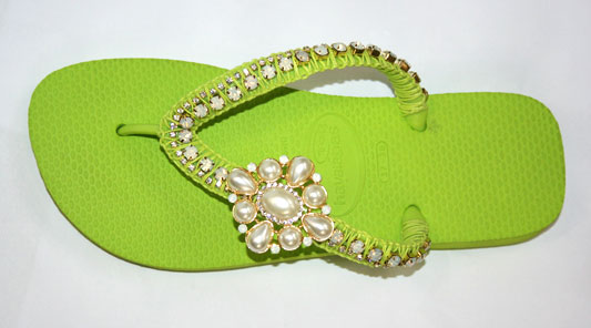 diy flip flop ideas embellished with jewelry brooch chains
