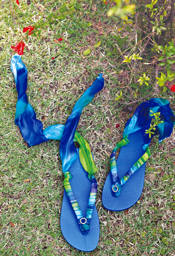 diy flip flops gladiator wrap sandals blue ribbons roman style